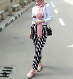 How to wear striped pants with hijab Hijab Fashion Summer, Abaya Fashion, Muslim Fashion, Modest Fashion, Girl Fashion, Style Fashion, Edgy Outfits, Cute Outfits, Fashion Outfits