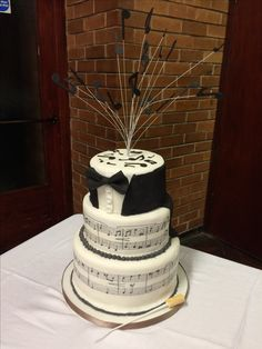 Retirement cake for orchestra conductor Music Cakes, Retirement Cakes, Icing Tips, Pie Pan, Music Party, Conductors, Amazing Cakes, Sugar, Orchestra