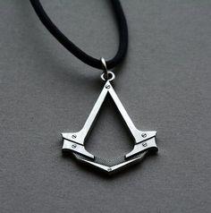 2016 Assassins Creed Necklace Antique Silver Figure Pendant Leather Rope Necklace for Men Cosplay Game Accessories Dropshipping