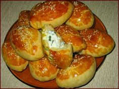 Шустрый повар.: Погача - турецкие пирожки на завтрак Challah, Brioche, Russian Recipes, Pretzel Bites, Food To Make, Finger Foods, Baked Potato, Bakery, Breakfast Ideas