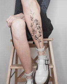 Amazing tips for choosing the perfect tattoo placement Choosing a tatoo placement is always confusing and difficult. Tattoos are permanent works of art that adorn your body and make Feminine Tattoos, Trendy Tattoos, Sexy Tattoos, Cute Tattoos, Beautiful Tattoos, Body Art Tattoos, Girl Tattoos, Tattoos For Guys, Female Tattoos