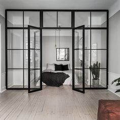A Scandinavian home with grey walls & an industrial touch (Vosgesparis) Glass Wall Design, Glass Room Divider, Apartment Door, Clean Apartment, Stockholm Apartment, Interior Architecture, Interior Design, Room Interior, Scandinavian Home
