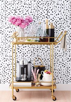 Bar Cart Ideas - There are some cool bar cart ideas which can be used to create a bar cart that suits your space. Having a bar cart offers lots of benefits. This bar cart can be used to turn your empty living room corner into the life of the party. Metal Bar Cart, Gold Bar Cart, Rolling Bar Cart, Bar Cart Styling, Bar Cart Decor, Wallpaper Inspiration, Room Inspiration, Bandeja Bar, Built In Bar