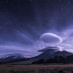 Автор @voy4uk Камчатка. Ключевская группа вулканов.  #камчатка #вулканы #вулкан #ключевская #лентикулярные #облака #kamchatka #volcano #volcanoes #lenticular #clouds #lenticularclouds #landscape #nightscape #starscape