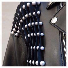 Leather jacket with trapped pearls - fashion detail // Noir Kei Ninomiya Fashion Art, Womens Fashion, Fashion Design, Mode 3d, Fabric Manipulation, Mode Vintage, Mode Inspiration, Mode Style, Vivienne Westwood