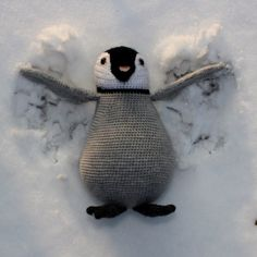 Paulie is een baby keizer pinguïn. Dit vrolijke ventje is tijdelijk onder mijn zorg, maar over een tijdje komt zijn mama hem ophalen. Pinguïns zijn ontzettend interessante (en schattige) dieren. Wi…