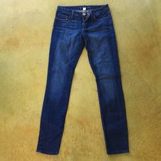 """Banana Republic Like New Skinny Jeans These Banana skinned have only been worn 3x. 98% cotton, 2% spandex, and super comfy and flattering. I believe the inseam is 32"""" Banana Republic Jeans Skinny"""