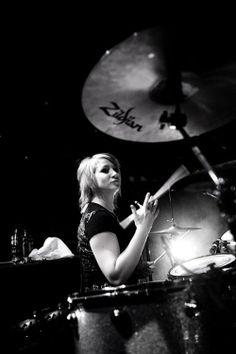 Jen Ledger (Skillet)