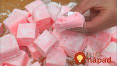 Springy and delicious marshmallows! Cold Desserts, No Bake Desserts, Meringue Pavlova, Ice Cream Candy, Marshmallow, Icing, Easy Meals, Cooking Recipes, Sweets