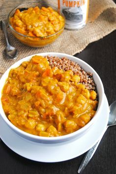Warm up this Fall with this easy Chickpea Pumpkin Coconut Curry Recipe! Its a delicious, comforting soup for fall and winter and will warm you up from the inside out! Vegan Dinner Recipes, Vegan Dinners, Indian Food Recipes, Vegetarian Recipes, Cooking Recipes, Healthy Recipes, Curry Recipes, Wok Recipes, Paleo Dinner