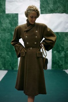 1946 --- Model wearing clay brown shaped camel's hair coat with full sleeves by Monte-Sano. vintage everyday: Extraordinary Color Fashion Photography Taken During the by John Rawlings 1940s Fashion, Timeless Fashion, Vintage Fashion, Studio 54, Ted Baker, Divas, Vintage Dresses, Vintage Outfits, Mode Mantel