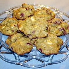 Havermoutkoekjes met cranberry's en witte chocolade @ allrecipes.nl  http://allrecipes.nl/recept/5897/havermoutkoekjes-met-cranberry-s-en-witte-chocolade.aspx#.UhespZzOMFw.facebook