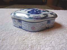 """Vintage Bow Shaped Style Trinket Box """" BEAUTIFUL COLLECTABLE USEABLE ITEM """" #vintage #collectibles #ceramics #home"""