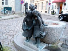 'The Twaddling Wives' in Stralsund, Germany Saxony Anhalt, Rhineland Palatinate, Lower Saxony, North Rhine Westphalia, World Heritage Sites, Statues, Fountain, Lion Sculpture, Castle