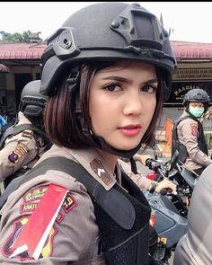 Idf Women, Military Women, Beautiful Hijab Girl, Most Beautiful Faces, Girls Uniforms, Pretty Woman, My Girl, Riding Helmets, Lady