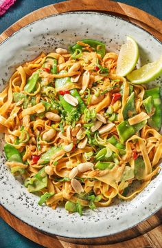 Recipe for: Chilini noodles in peanut sauce with pancakes and carrot sticks Vegetarian Asian noodles with peanut and chili Asian / Pasta / Cooking / Eating / Nutrition / Delicious / Cooking box / Ingredients / Healthy / Fast / Dinner / Lunch / Summer Chilli Recipes, Sauce Recipes, Asian Recipes, Vegetarian Recipes, Healthy Recipes, Ethnic Recipes, Chili Pasta, Peanut Sauce Recipe, Hello Fresh Recipes