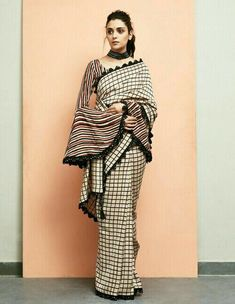 kalamkari & cotton print pattern blouse to try this summer 2020 . Try this look at SM Studio Now try this different looks of kalamkari, ikat print blouse for all those sunn… Blouse Back Neck Designs, Cotton Saree Blouse Designs, Saree Blouse Patterns, Designer Blouse Patterns, Fancy Blouse Designs, Design Patterns, Trendy Sarees, Stylish Sarees, Anarkali