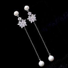 Jewelry Design Earrings, Gold Earrings Designs, Ear Jewelry, Girls Jewelry, Cute Jewelry, Fashion Earrings, Jewelry Sets, Jewelry Accessories, Fashion Jewelry
