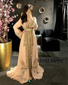 #تكشيطة_مغربية . . . @Regrann from @sissiavecromeo . - New collection @sissiavecromeo @romeo_couture_officiel . . #dressmoroccan_caftanbeautiful . . . . when a dress gives you royalty . . . #مضمة_مغربية ● ● ● ● ● #التكشيطة_المغربية #تكشيطة#مغربيات #التكشيطة #الحلي_المغربية #المغربيات_ملكات_على_عرش_الانوثة_و_الجمال . . #takshita #takchita #moroccanwork #moroccanstyle#moroccantouch #fashioncréation #elegant #luxury #traditional #handmade #takcheta ...