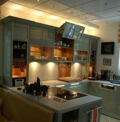 Küche in Vollausstattung - Direktes und indirektes Licht