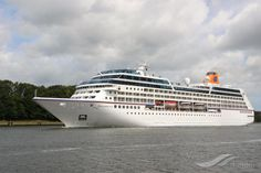 INSIGNIA, type:Passenger (Cruise) Ship, built:1998, GT:30277, http://www.vesselfinder.com/vessels/INSIGNIA-IMO-9156462-MMSI-538001663