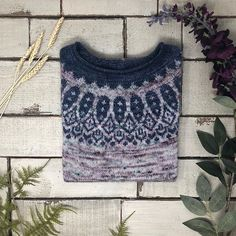 Just cant stop admiring this gorgeous . Fair Isle Knitting, Knitting Yarn, Hand Knitting, Crochet Tops, Knit Or Crochet, Hand Dyed Yarn, Colour Schemes, Knitting Projects, Knits