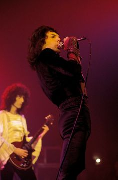 Freddie and Brian live on stage on the North American 'Sheer Heart Attack' tour in February/March 1975. Photo by Fin Costello.