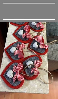 valentine decorations 827677237754624334 - Addobbi di Natale ♥️ 🎄- Addobbi di Natale ♥️ 🎄 - Source by Natural Christmas Ornaments, Clay Christmas Decorations, Valentines Day Decorations, Valentine Day Crafts, Holiday Crafts, Christmas Crafts, Heart Crafts, Crafts For Kids, Diy Centerpieces