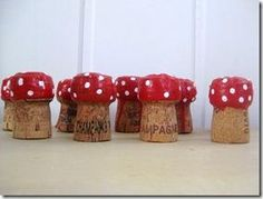 Hoppity Hop Plop The Champagne Corks (or ask around to. And start making these Cute Toadstools. Crafts To Do, Fall Crafts, Crafts For Kids, Arts And Crafts, Alice In Wonderland Mushroom, Cork Ornaments, Champagne Corks, Cork Art, Wine Cork Crafts