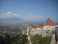 That view though! :D I want to make Romania my home! Breathtaking views in Rasnov! Places To See, Places Ive Been, Eurotrip, Castle, Building, Travel, Life, Romania, Construction