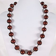 """LARGE VINTAGE ROOT BEER BROWN BEAD NECKLACE CREAM ACCENTS BEADS -24"""" (61cm) Long #Unsigned #StrandString"""