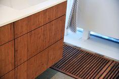 Bambusgulv og møbelplater i flotte kombinasjoner // Bamboo flooring and panels throughout the house Bamboo, Garage Doors, Flooring, Outdoor Decor, House, Home Decor, Decoration Home, Room Decor, Wood Flooring