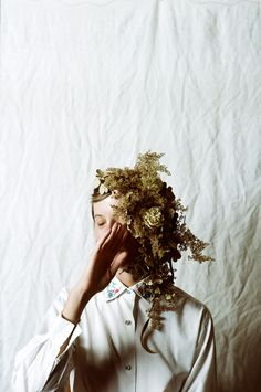 Amanda for Overgrowth. Floral styling by Riley Messina. Leica M3 using Kodak Portra 160.