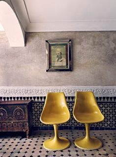 Modern mixed with Moroccan design! Tulip Chair, Moroccan Design, Moroccan Tiles, Moroccan Decor, Moroccan Bedroom, Moroccan Lanterns, Vintage Chairs, Mellow Yellow, Mustard Yellow