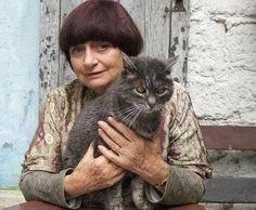 Agnès Varda en compagnie de son chat Zgougou, photographiés par sa fille Rosalie Varda.