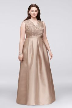 Find formal dresses & evening gowns from David's Bridal stunning collection of evening dresses & formal wear in many designs, styles & colors, all at amazing prices! Plus Size Formal Dresses, Evening Dresses Plus Size, Tea Length Dresses, Gowns For Plus Size Women, Plus Size Lace Dress, Big Size Dress, Bridesmaid Dresses Plus Size, Evening Gowns, Mother Of The Bride Plus Size