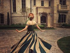 (Repinning to compare different colour arrangements for this dress. Also talented cosplayers.)