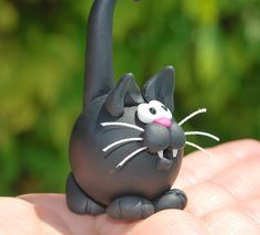 Another Polymer Clay Kitty 2019 haha I love this! The post Another Polymer Clay Kitty 2019 appeared first on Clay ideas. Sculpey Clay, Polymer Clay Cat, Polymer Clay Kunst, Polymer Clay Figures, Polymer Clay Animals, Polymer Clay Projects, Polymer Clay Charms, Polymer Clay Creations, Fondant Figures