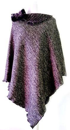 PONCHO CAPPA MANTELLA REVERSIBILE IN LANA BOUCLE di PREZIOSA abbigliamento e accessori artigianali su DaWanda.com