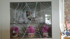#krijtstift #raamtekening #herfst #spinnenweb #at home