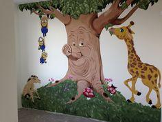 Sprookjesboek met minions muurschildering :) gemaakt door joan of arts in Waalwijk