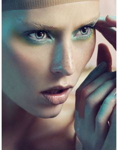 #style #fashion #editorial #makeup Light-green-frost-makeup