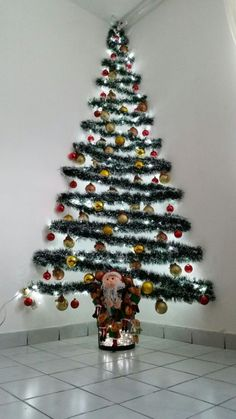 35 awesome apartment christmas decorations ideas - ALL ABOUT Wall Christmas Tree, Creative Christmas Trees, Indoor Christmas Decorations, Silver Christmas, Noel Christmas, Simple Christmas, Beautiful Christmas, Alternative Christmas Tree, Christmas Crafts