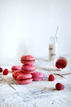 raspberry macarons with raspberry curd filling