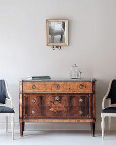 Century Gustavian Chest of Drawers in Swedish Interiors, Swedish Design, Top Drawer, Chest Of Drawers, 18th Century, Simple Designs, Furniture Design, Paintings, Interior Design