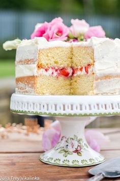 Naked Cake with Mascarpone Cream and Crushed Strawberries