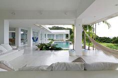 Belle villa contemporaine dans un cadre exotique avec imprenable vue sur la mer