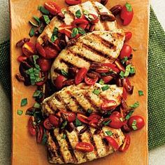 Pan-Seared Chicken with Tomato-Olive Relish - Fresh Tomato Recipes - Cooking Light Quick Healthy Meals, Healthy Eating, Healthy Recipes, Pan Seared Chicken, Grilled Chicken, Marinated Chicken, Boneless Chicken, Fresh Tomato Recipes, Olive Recipes
