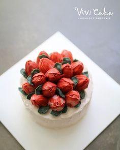 Buttercream flowercake Made by_vivicake 비비케이크 www.vivi-cake.com vivicakeclass@gmail.com . . . #플라워케이크 #버터크림플라워케이크 #비비케이크 #flowercake #koreanflowercake #koreastyleflowercake #buttercreamflowercake #koreaflowercake #vivicake #wilton #cake #baking #花 #蛋糕 #掺糖奶油 #奶油 #奶皮 #花蛋糕 #家用模具 #tulip #tulips