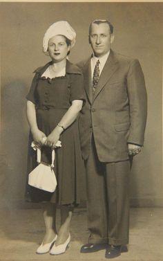 ANNEM  BABAM  ....iSTANBUL 1945 FOTOĞRAF   Tahire Özel Aile arşivi ve adına yeniden albüme yüklenmiştir.